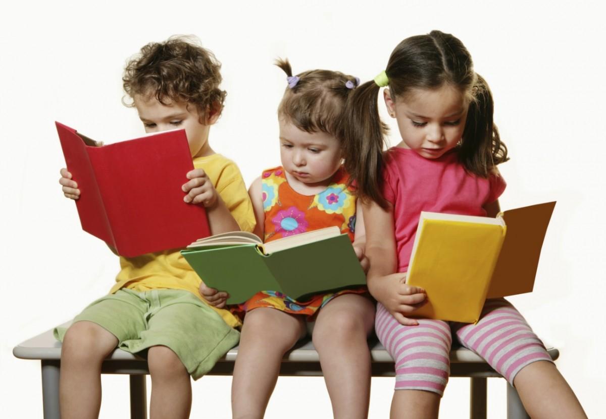 https://lamenteesmaravillosa.com/los-ninos-se-convierten-en-lectores-en-el-regazo-de-sus-padres/